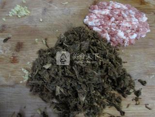 香煎梅菜卷的做法步骤:6