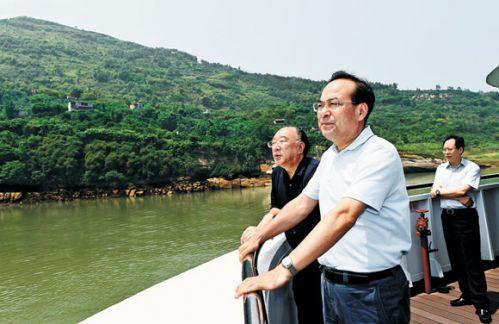 """他指出,加快建设长江上游航运中心是我市""""十三五""""发展的重要目标任务."""