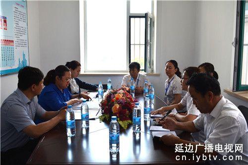 延吉市副市长盖映红到白新社区调研 (1)